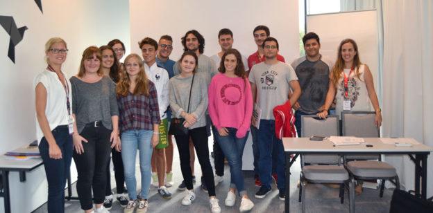 Estudia medicina en la Universidad de Bialystok, en Polonia